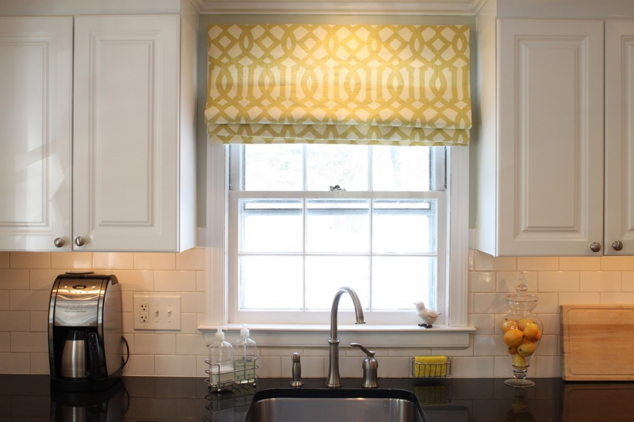 7 Themed Kitchen Window Treatments