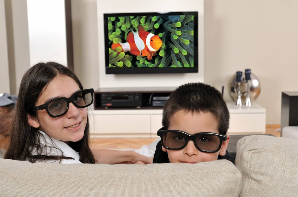 Buying a 3D Television for Your Home Theater: Is It worth It? A Look at Pros and Cons of 3D Capable TV