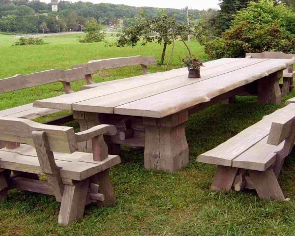 Exterior Pallet Seating for Rustic Charm