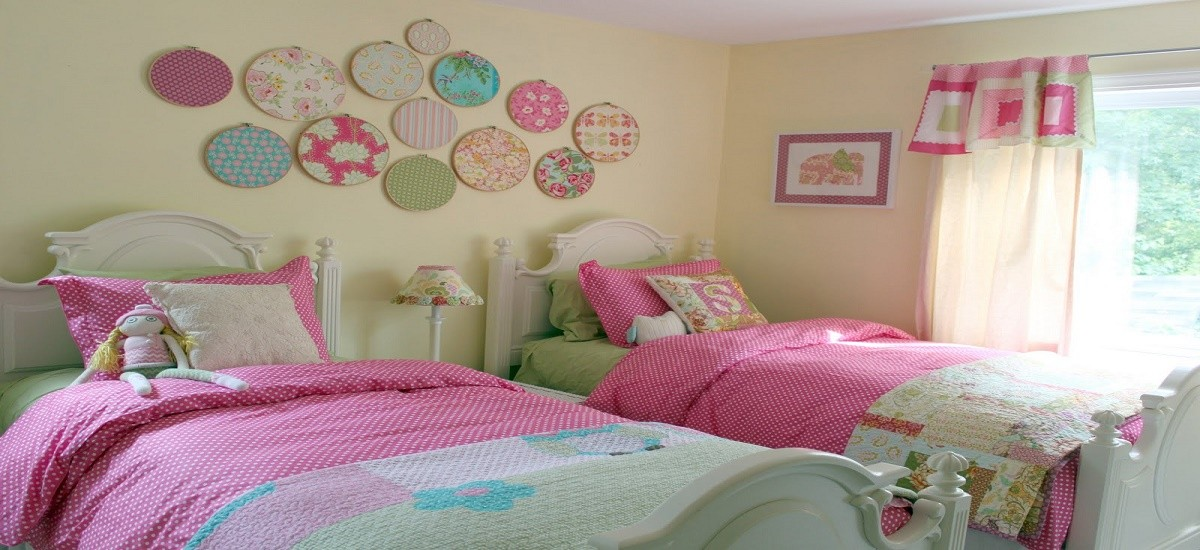 How to decorate the walls of a child's room with wall art
